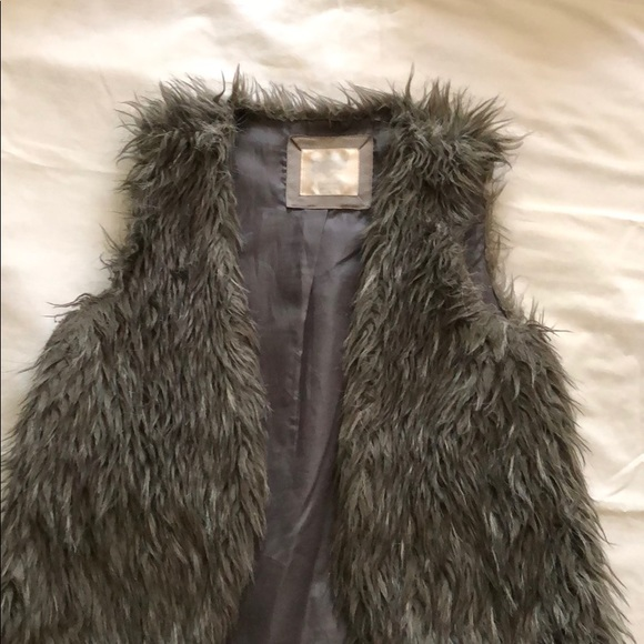 Justice Faux Fur Black Child/'s Vest Sizes 6//7 and 8//10